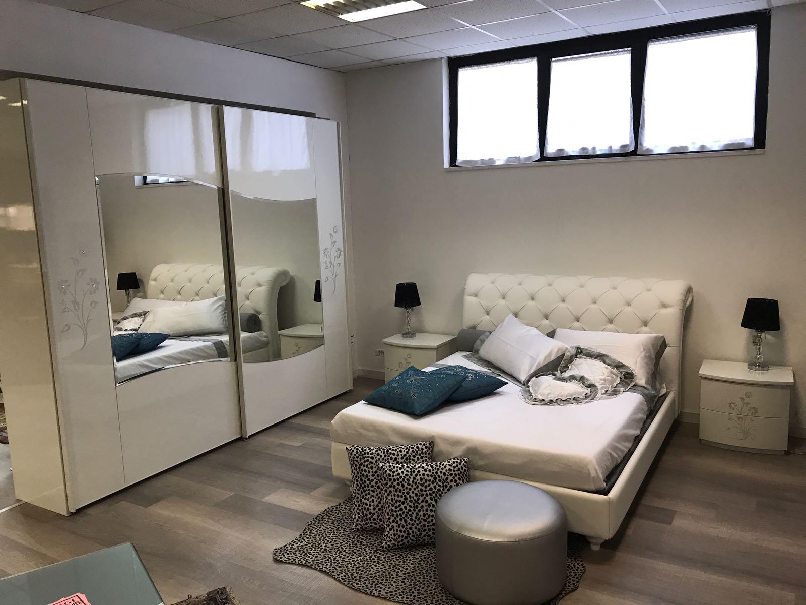 Camera completa di Armadio – comò – comodini € 2.570,00